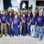 Foto com funcionário da RP posando para a Campanha outubro rosa e novembro azul 2019